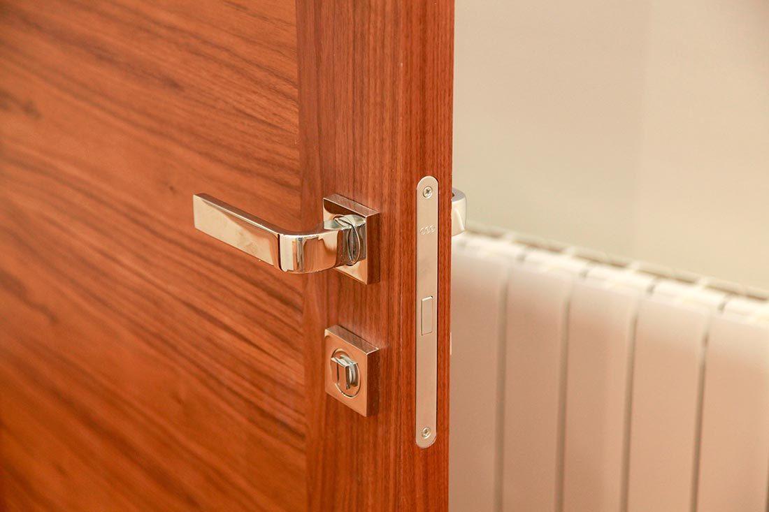 Detalle bisagra para puertas
