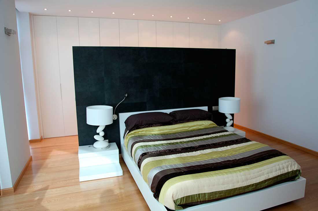 Habitación de matrimonio con armarios integrados